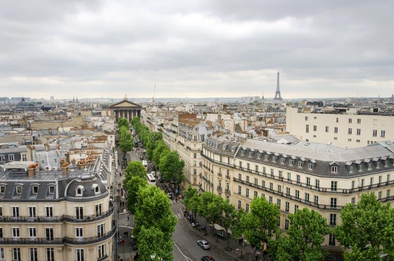 Madeleine Church, de Toren van Eiffel met de Horizon van Parijs stock afbeeldingen