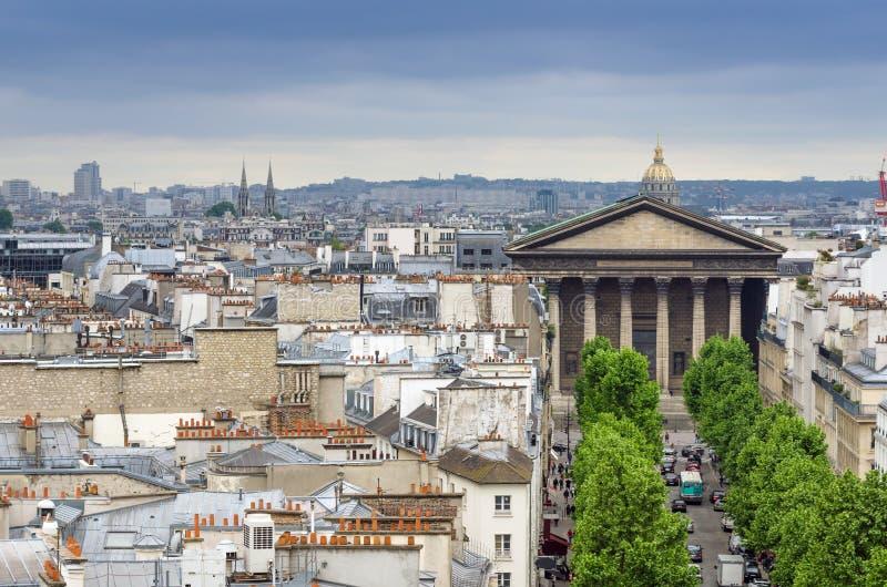 Madeleine Church met de Horizon van Parijs stock fotografie