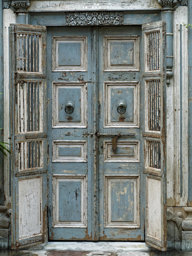 Madera de la puerta fotografía de archivo libre de regalías