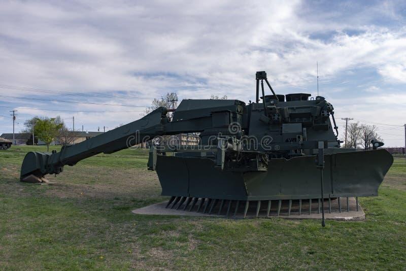 MADERA DE LEONARD DEL FUERTE, MES 29 DE ABRIL DE 2018: Mag del vehículo MK-19 de la movilidad del combate del grisáceo imagenes de archivo