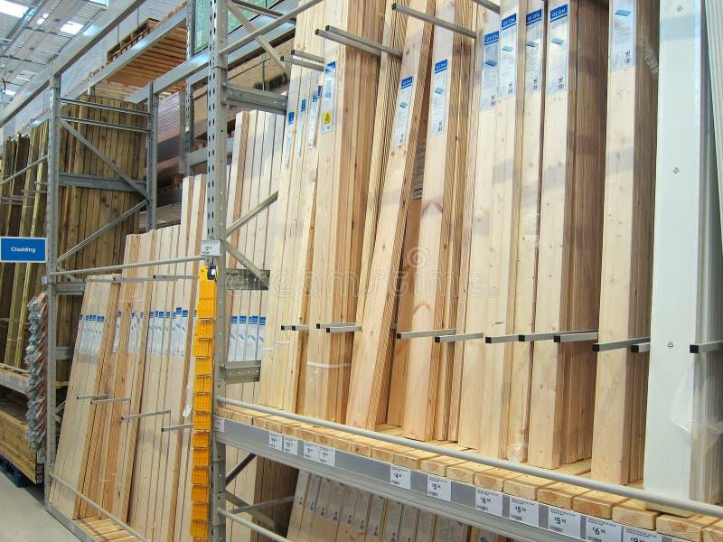 Madera o madera para la venta en una tienda. imágenes de archivo libres de regalías