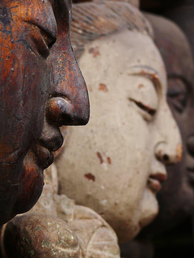 Madera que talla las estatuas imagen de archivo