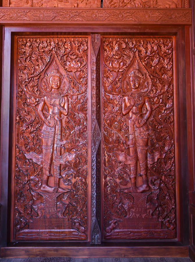 Madera-talla en puerta fotografía de archivo libre de regalías