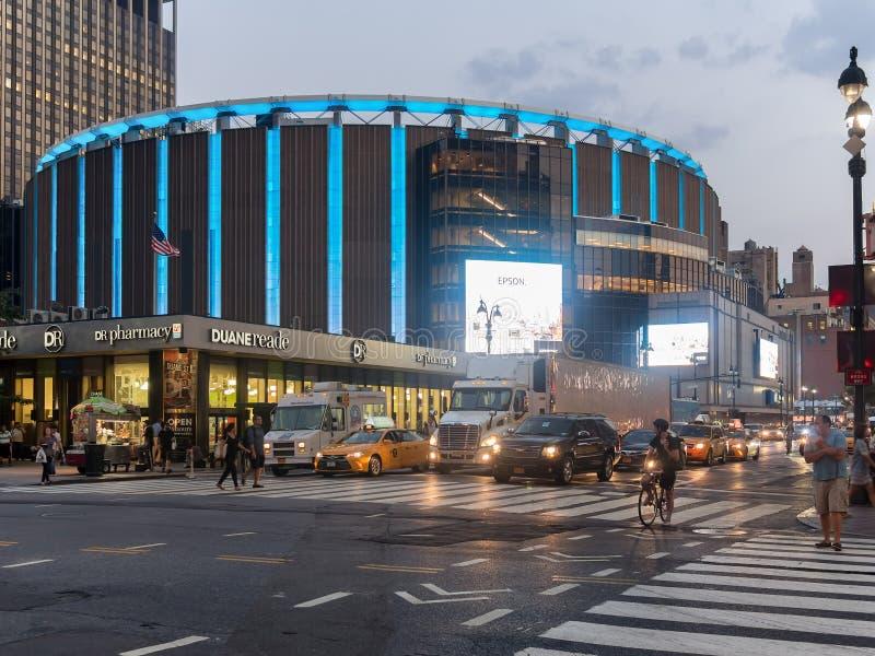 Madison Square Garden en New York City en la noche fotografía de archivo libre de regalías