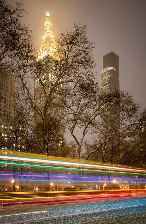 Madison Square Park snöstorm på natten, Manhattan, New York City royaltyfri bild