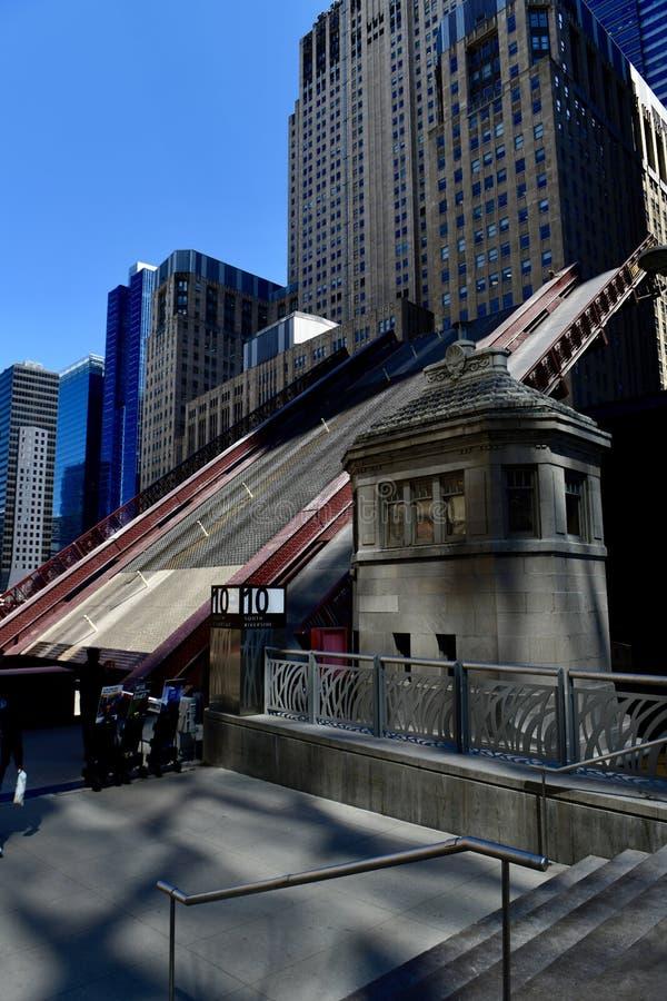 Madison Street Bridge in een Opgeheven Positie royalty-vrije stock afbeelding