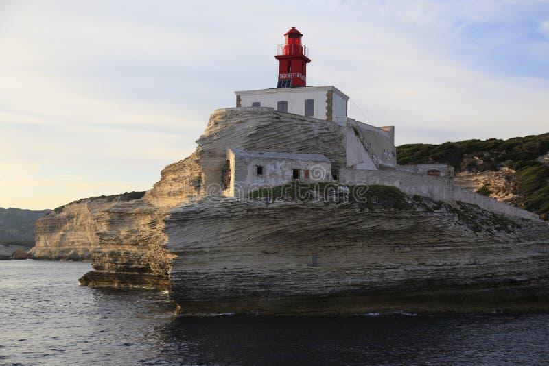 Madonettavuurtoren, ingang aan Golf van Bonifacio, Zuidelijk Corsica, Frankrijk royalty-vrije stock afbeelding