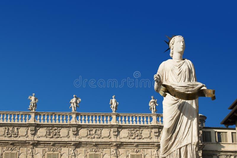 Madonna维罗纳和Palazzo Maffei -维罗纳意大利 免版税库存照片