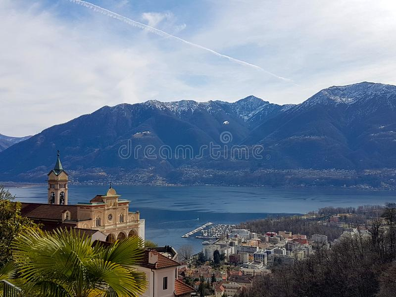 Madonna del Sasso por el lago Maggiore foto de archivo libre de regalías