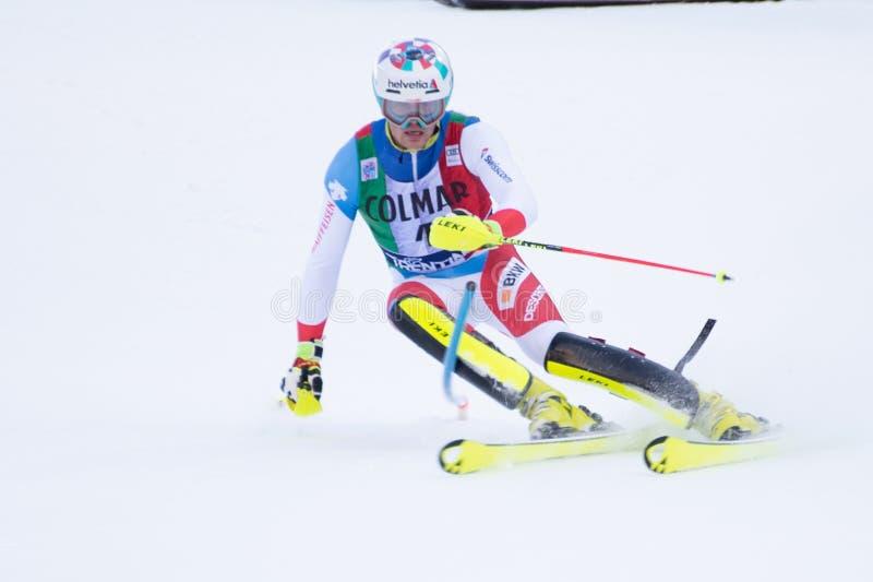 Madonna di Campiglio, Itália 12/22/2018 o slalom dos ?ns homens Daniel Yule de Suíça durante o slalom especial do campeonato do m imagens de stock