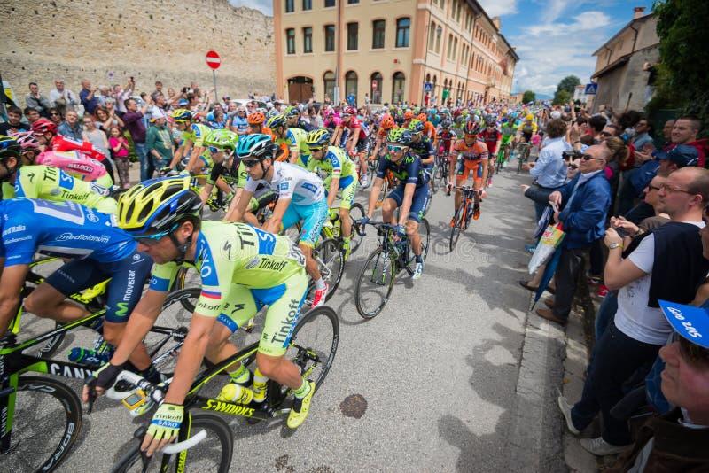 Madonna di Campiglio, maggio 2015 de Italia 24; Ciclistas profesionales durante el giro D'Italia fotos de archivo