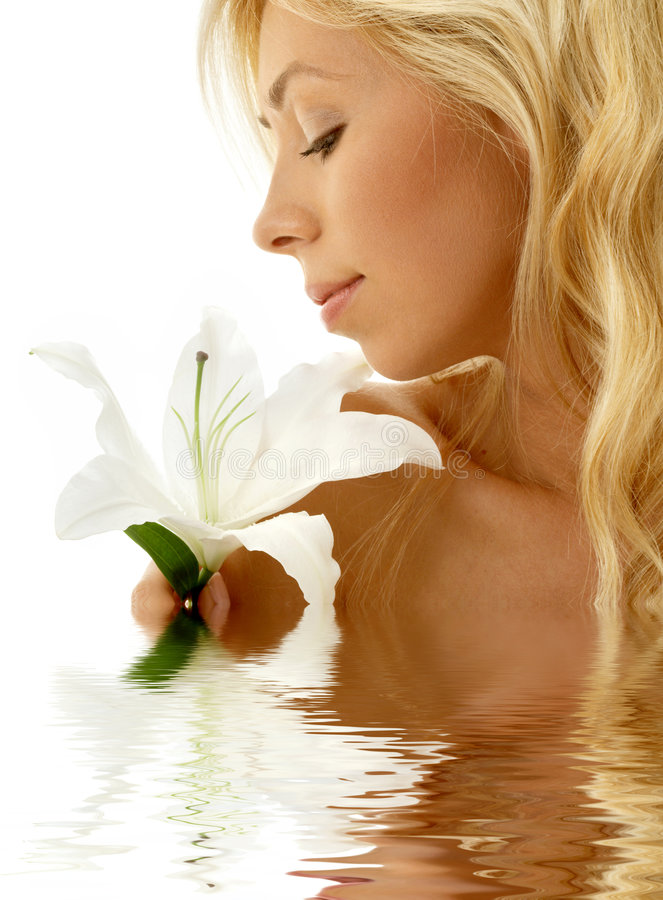 Madonna Lilienmädchen im Wasser lizenzfreie stockbilder