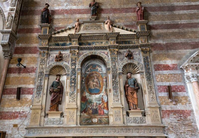 Madonna mit dem Kind durch Bonino DA Campione in der Kirche des degli Eremitani Eremitani Chiesa auf dem Grab von Umberto DA lizenzfreie stockfotografie