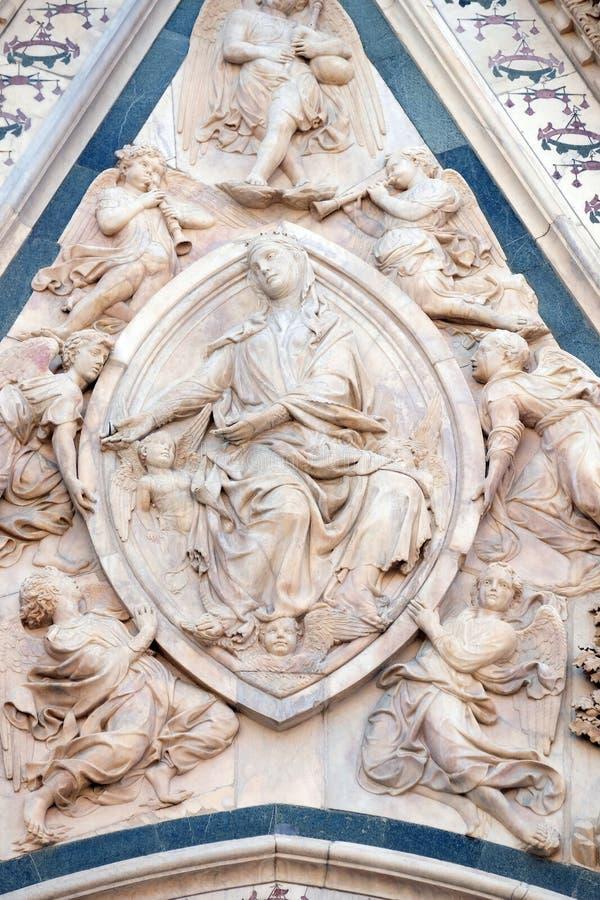 Madonna podpasanie, portal Florencja katedra zdjęcie stock