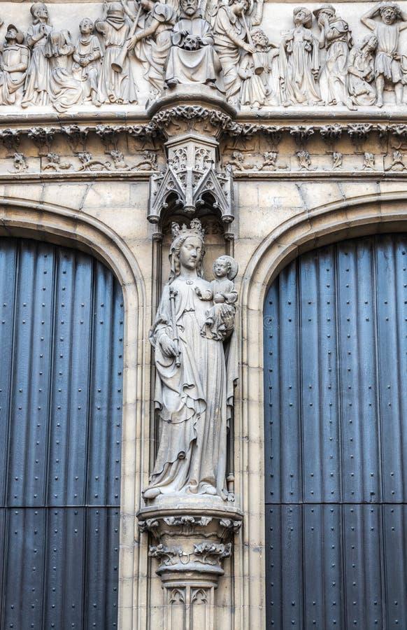Madonna statue am Eingang zur Kathedrale, Antwerpen, Belgien lizenzfreie stockbilder
