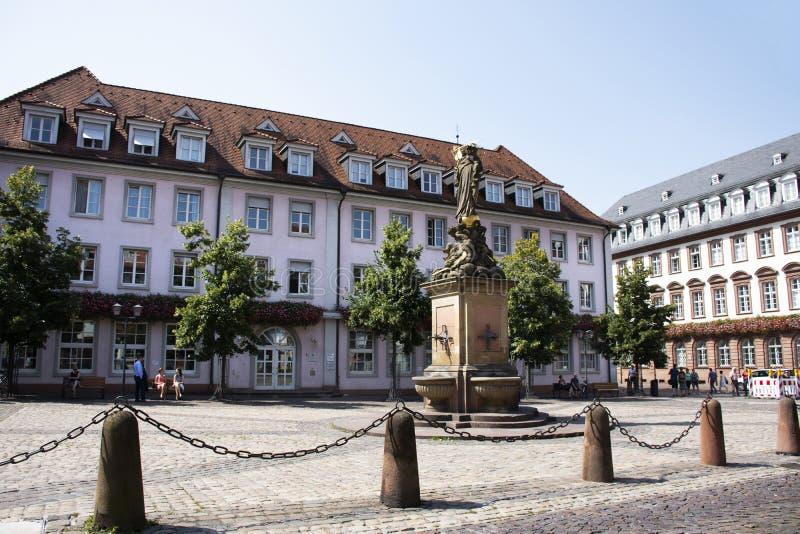 Madonna-Statue am Mais Marktplatz oder madonna vom kornmarkt in Heidelberg, Deutschland lizenzfreies stockfoto