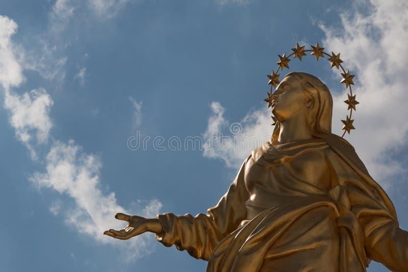 Madonnina雕象完善的复制品 库存照片