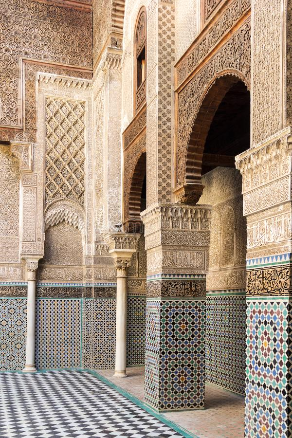 Madrasa Bou Inania - forntida institut för högre utbildning royaltyfri bild