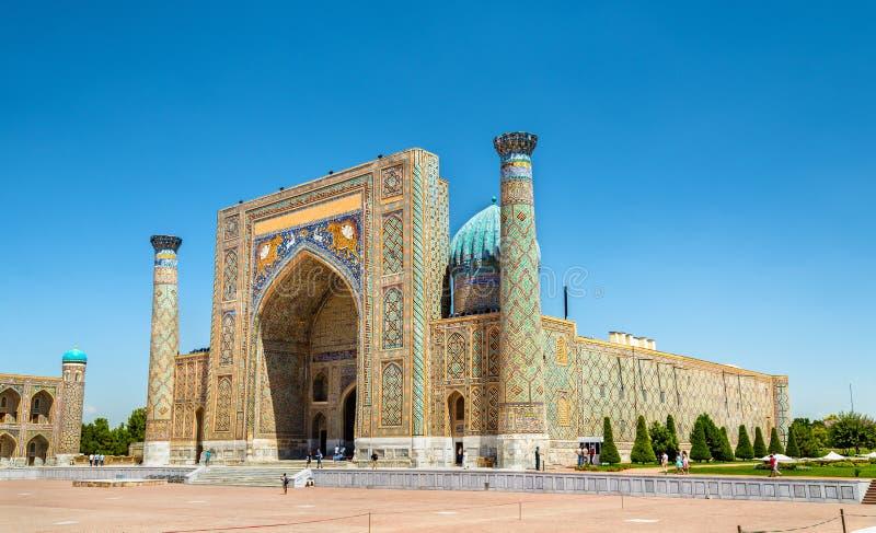 Madrasah de Sher Dor no quadrado de Registan em Samarkand, Usbequistão fotos de stock royalty free