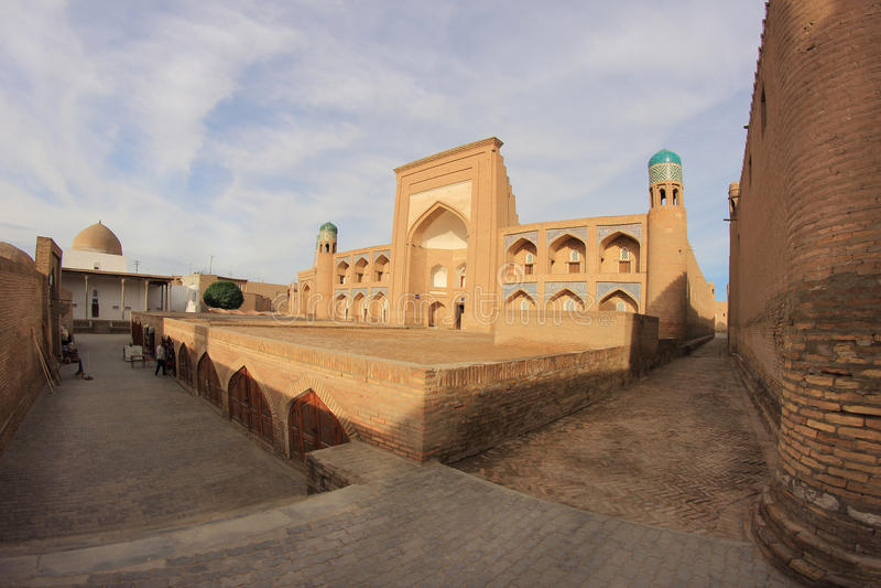 Madrasah i Ichan Kala i den Khiva staden, Uzbekistan royaltyfria bilder