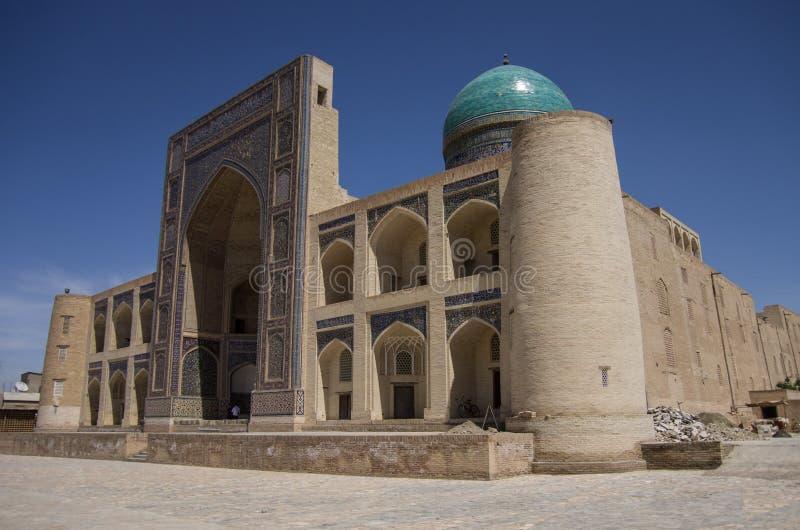 Madrasah Mir-jag arab i sikten för sommardag, Buxoro royaltyfri fotografi
