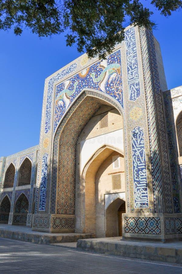 Madrasah Nadir-divan-Begi wordt gevestigd in het historische deel van Boukhara royalty-vrije stock afbeeldingen