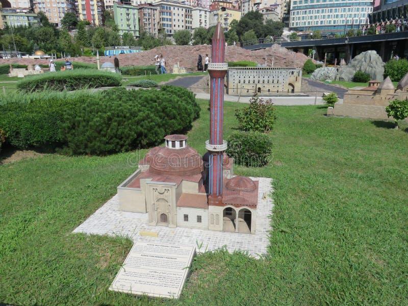 Madrasah nikły minaret w Miniaturk parku, Istanbuł obraz royalty free