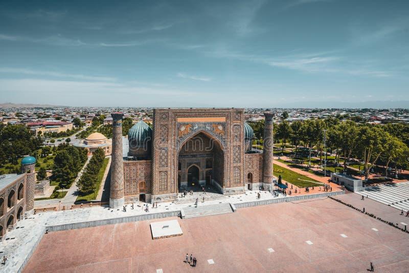 Madrasah Sher Dor auf Registan-Quadrat, Samarkand, Usbekistan stockfotografie