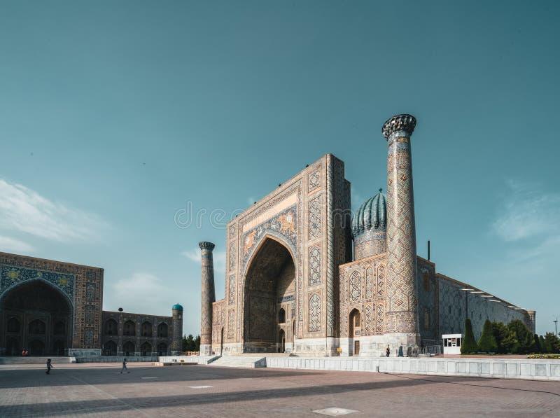 Madrasah Sher Dor auf Registan-Quadrat, Samarkand, Usbekistan lizenzfreie stockfotografie