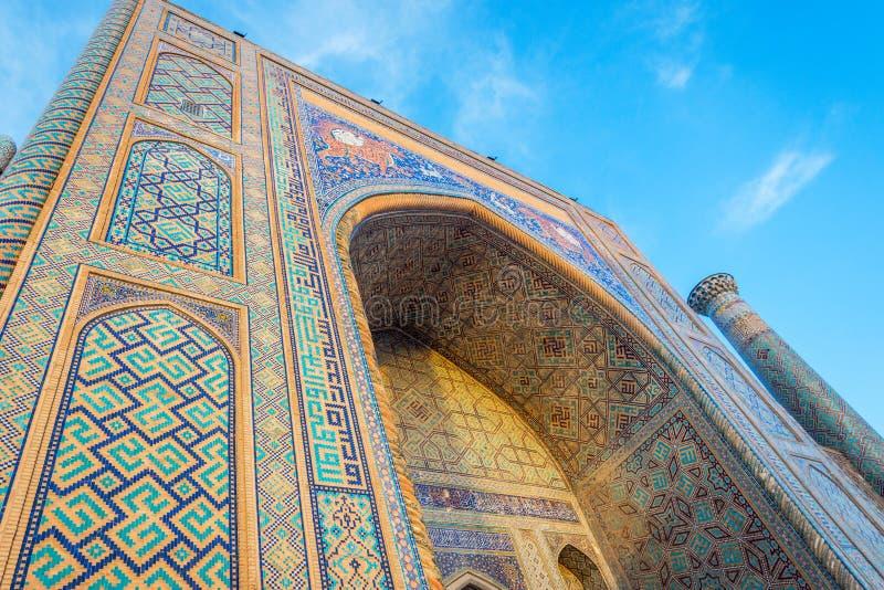 Madrasah Sher Dor, Registan, Samarkand, Usbekistan stockbilder