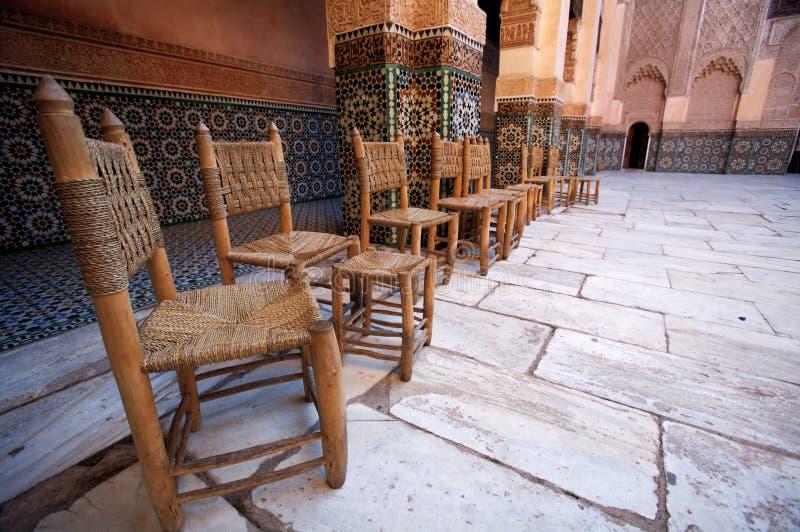 Madrassa Stühle lizenzfreie stockfotografie