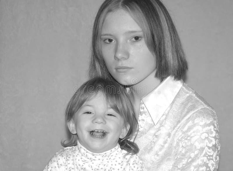 Madre adolescente/sorelle immagine stock
