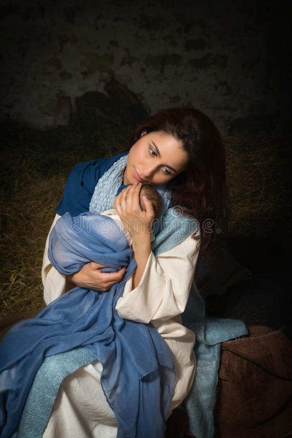 Madre cansada en escena de la natividad fotografía de archivo