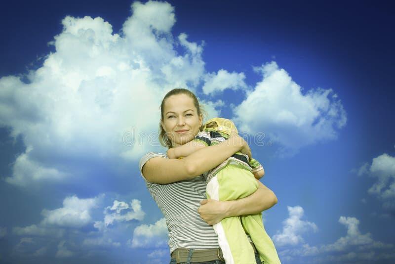 Madre con el niño imagen de archivo libre de regalías