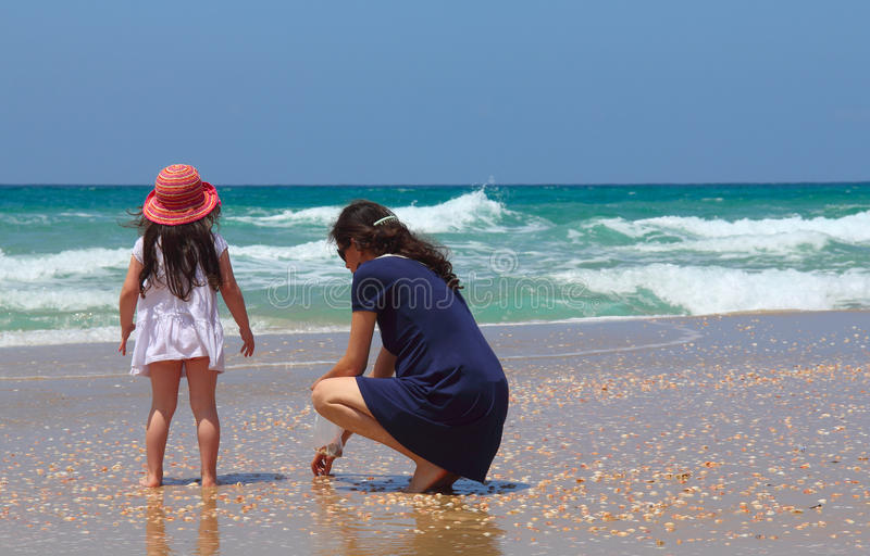 Madre con la hija imagen de archivo libre de regalías