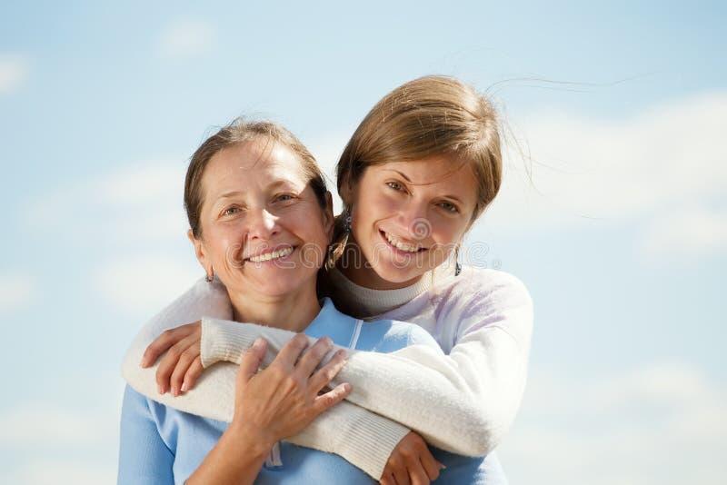 Madre con la hija adolescente fotografía de archivo