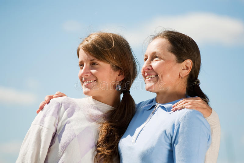 Madre con la hija del adolescente imagen de archivo