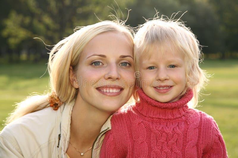 Madre con la muchacha imagen de archivo libre de regalías