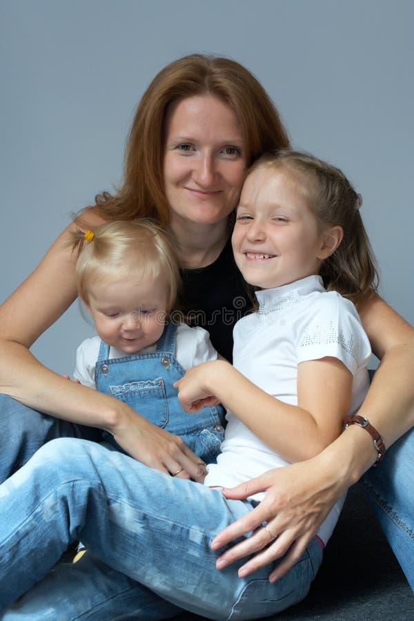 Madre con las hijas foto de archivo