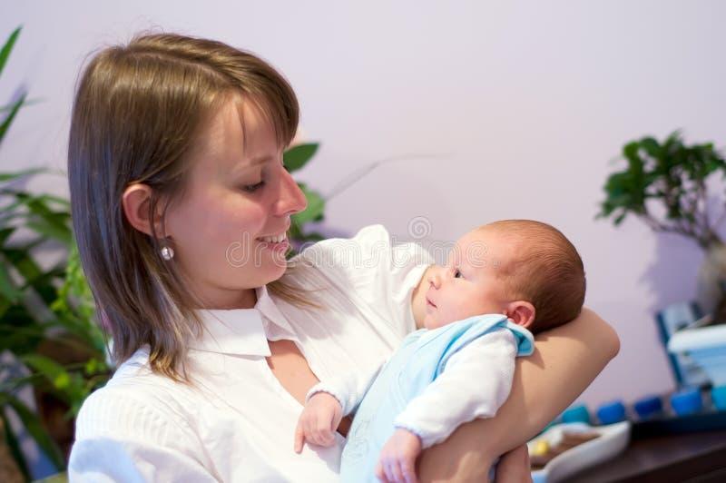 Madre con recién nacido fotos de archivo