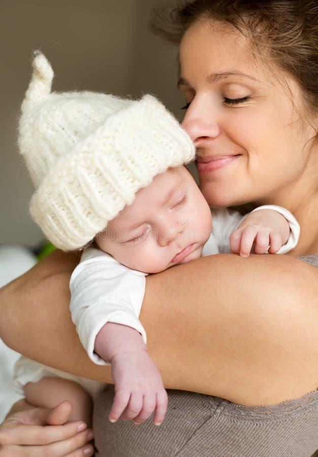 Madre con su bebé fotos de archivo