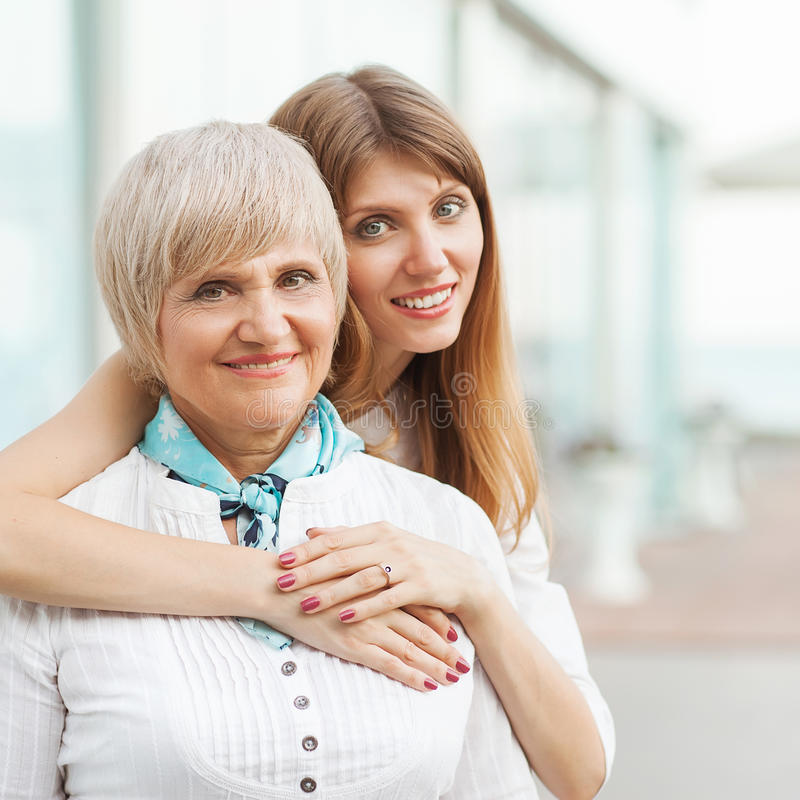 Madre con sua figlia fotografia stock