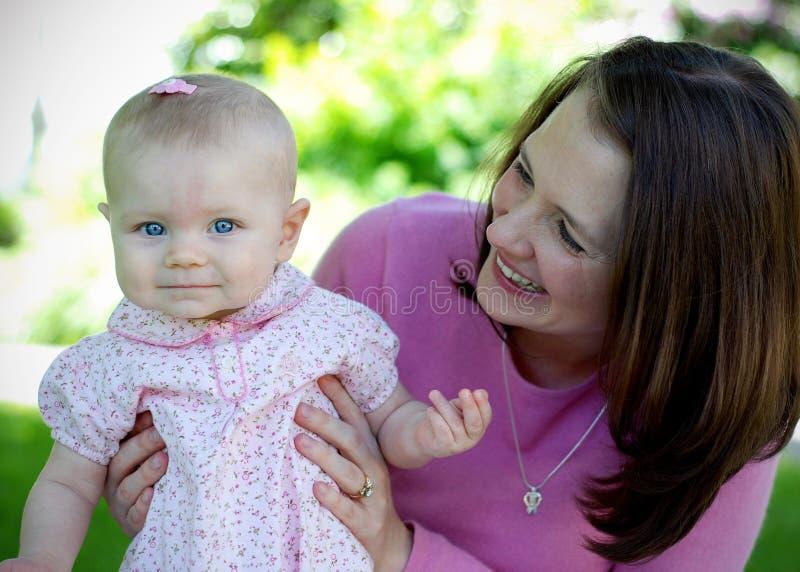 Madre e bambino insieme - orizzontali immagini stock libere da diritti
