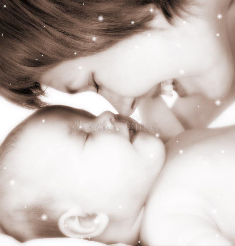 Madre e bambino in stelle fotografie stock