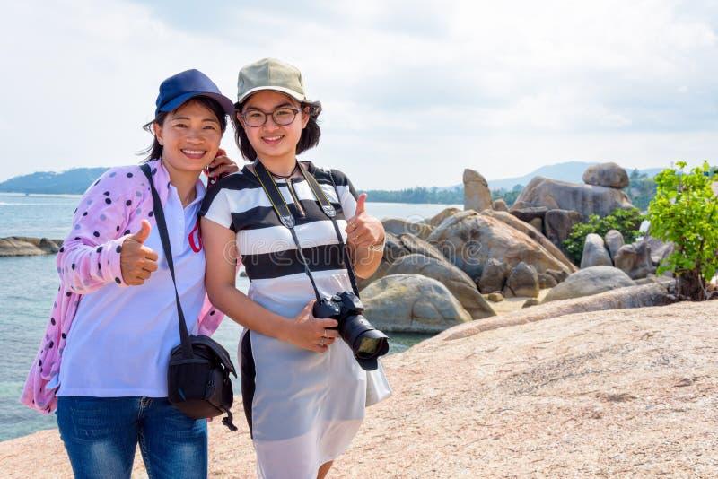 Madre e figlia al punto di vista di Hin Yai di tum di Hin fotografia stock