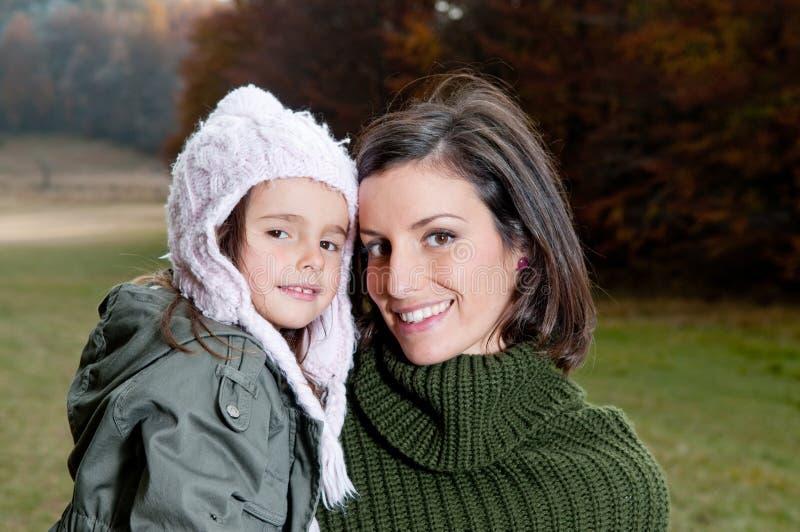 Madre e figlia felici fotografie stock