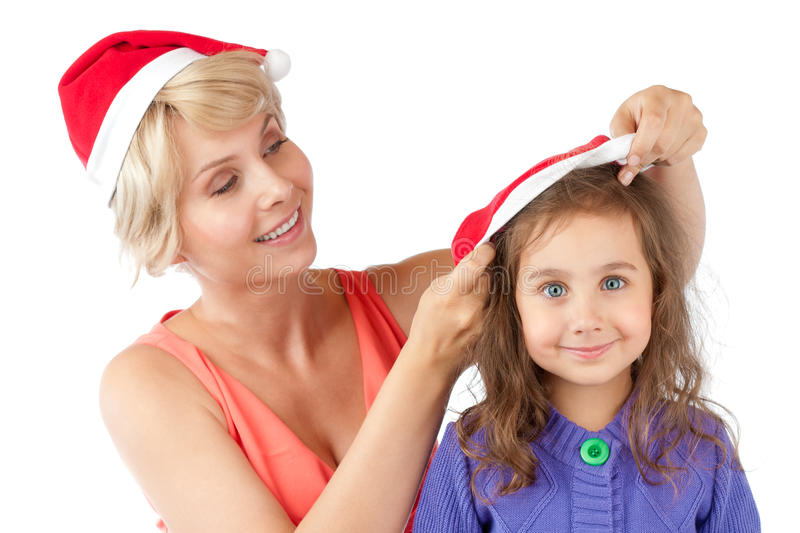 Madre e figlia insieme in cappelli di natale fotografia stock