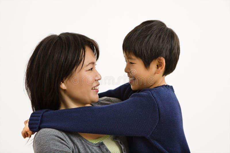 Madre e figlio asiatici fotografia stock