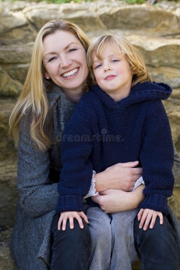 Madre e figlio insieme immagini stock