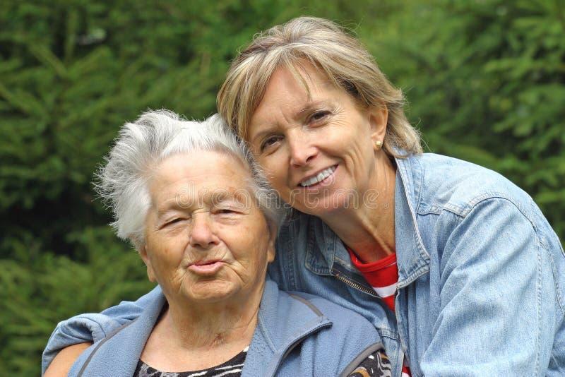 Madre e hija [1] fotos de archivo